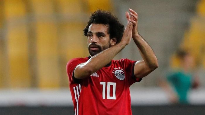 Soccer Football - African Nations Cup Qualifier - Egypt v Niger - Borg El Arab Stadium, Alexandria, Egypt - September 8, 2018  Egypts Mohamed Salah applauds the fans at the end of the match   REUTERS/Amr Abdallah Dalsh