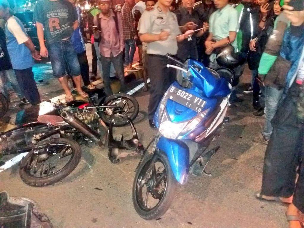 Kecelakaan 4 Kendaraan di Asemka Jakbar, Mobil-Motor Ringsek