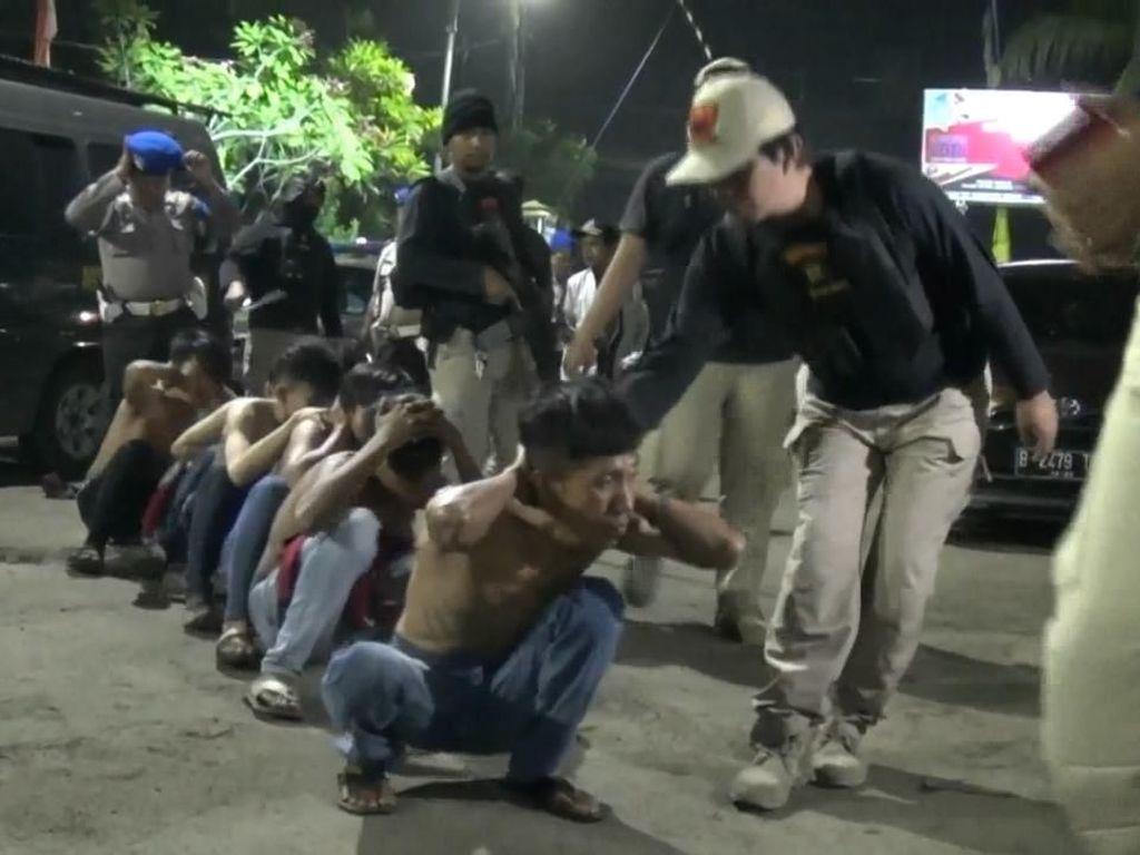 Video Polisi Ringkus Pelaku Pemerasan dan Minuman Keras