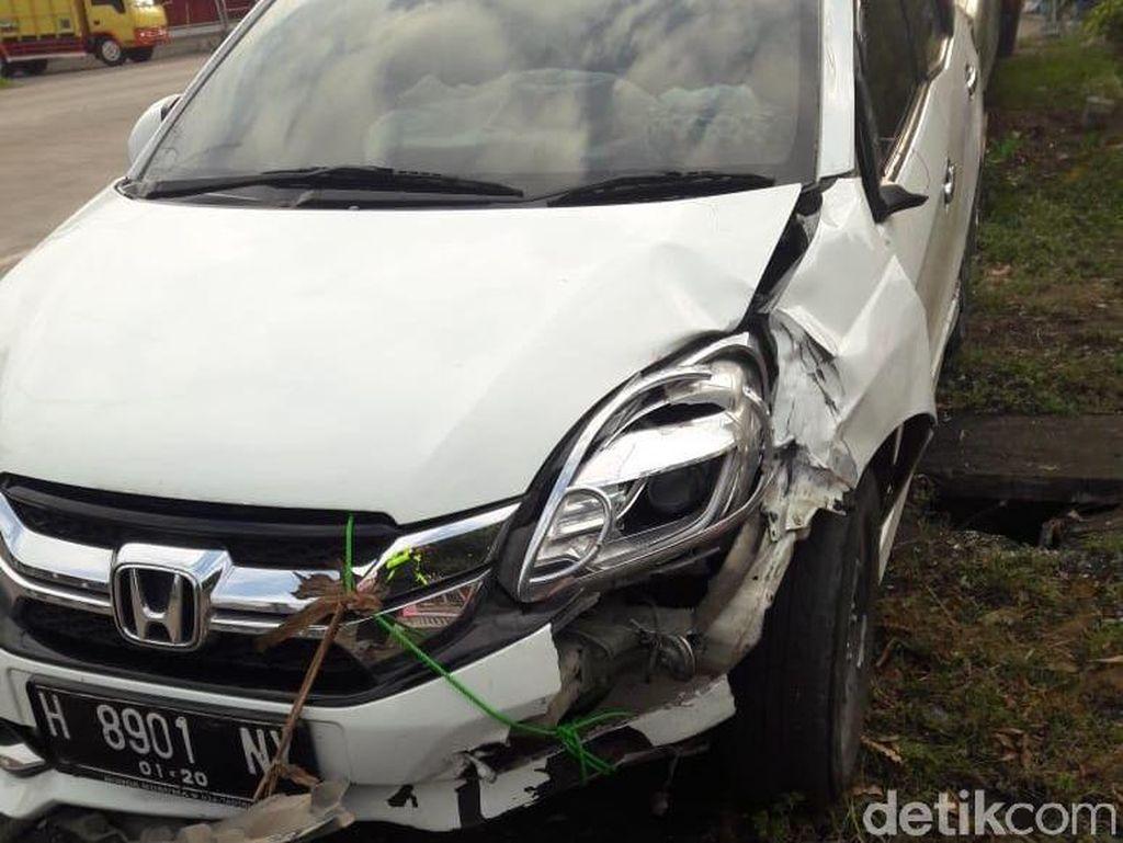 Pengemudi Mabuk, Mobil Seruduk Penonton Wayang di Cilacap
