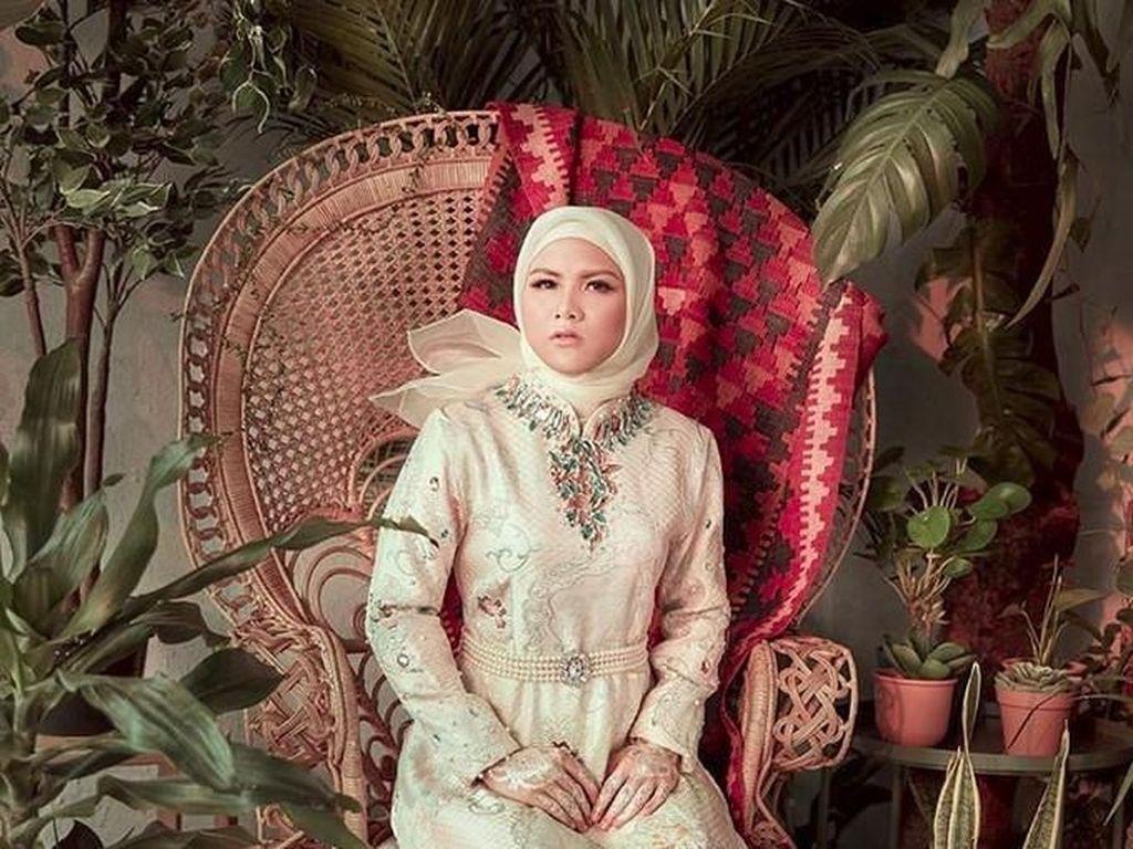 Posting Foto Berhijab, Evelyn Hijrah?