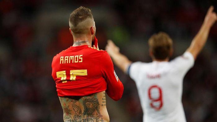 Sergio Ramos dicemooh di Inggris. (Foto: Carl Recine/Reuters)