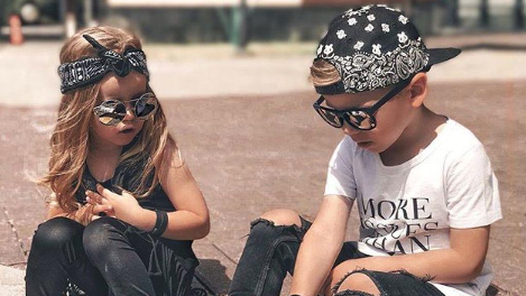7 Gaya Stylish Kakak dan Adik yang Super Menggemaskan