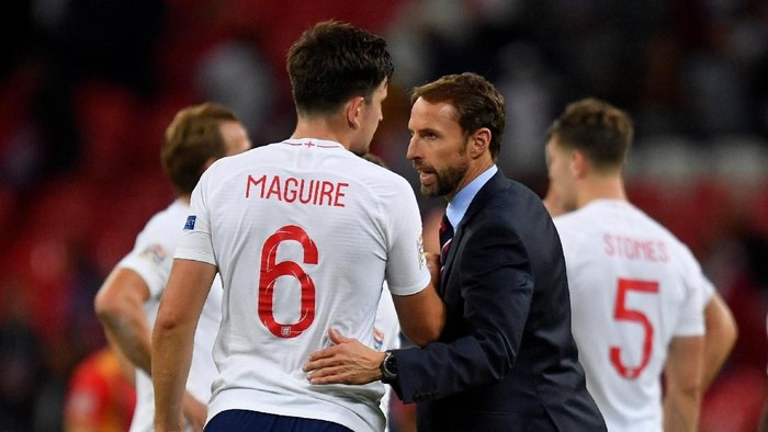 Soccer Football - UEFA Nations League - League A - Group 4 - England v Spain - Wembley Stadium, London, Britain - September 8, 2018  England manager Gareth Southgate with Harry Maguire at the end of the match   REUTERS/Toby Melville