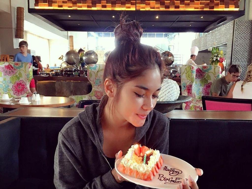 Ini Pose Cantik Garneta Haruni Saat Makan Bersama Sang Putri