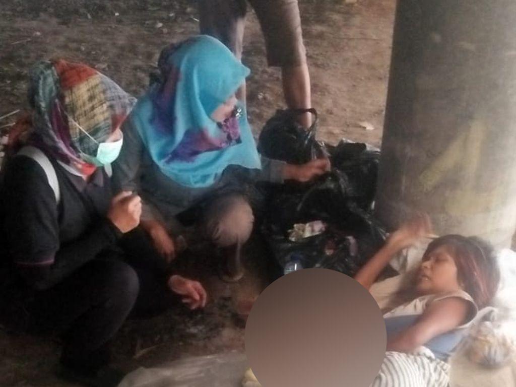 Tunawisma Lahirkan Bayi Laki-laki di Kolong Flyover Rawabuaya