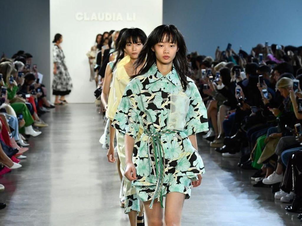 Hadirkan Model Asia, Desainer Ini Ukir Sejarah di New York Fashion Week