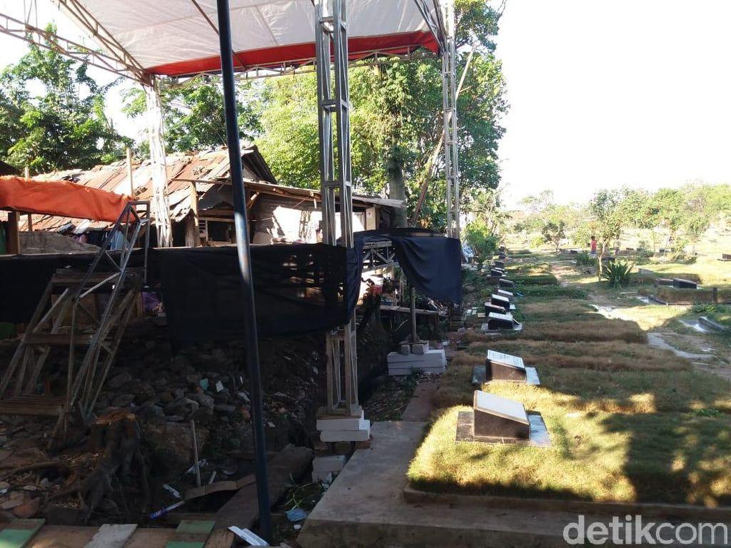 Tak di Atas Kuburan, Panggung Dangdutan yang Viral Mepet TPU