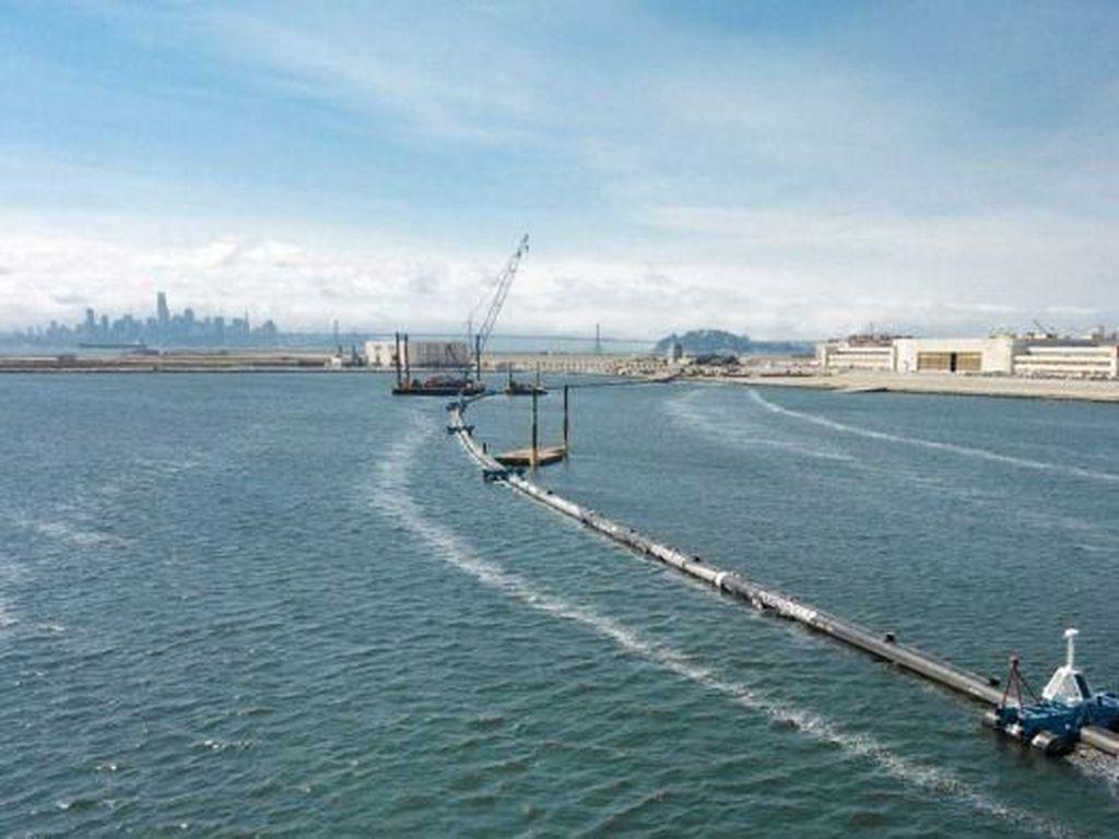 Pelampung Raksasa Jadi Alat Menjaring Sampah Plastik di Samudera Pasifik