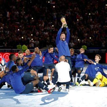 Prancis Rayakan Trofi Piala Dunia dengan Fans di Stade de France