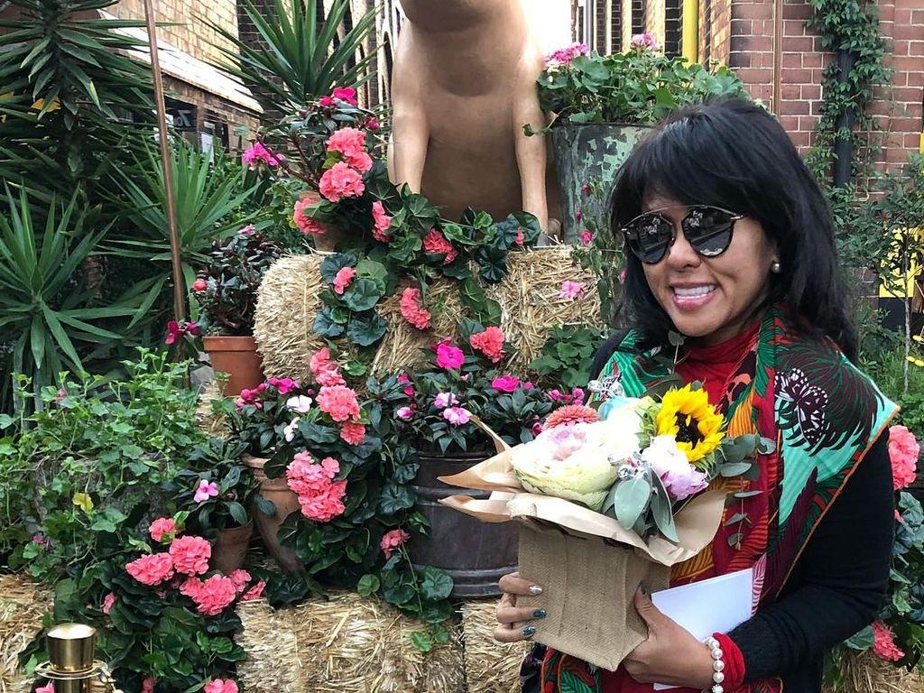 Pulang Kampung, Adik Ahok Panen Durian Hingga Duku di Belitung
