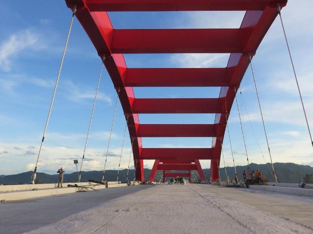 Jembatan Kebanggaan Jokowi di Papua Sudah 99%