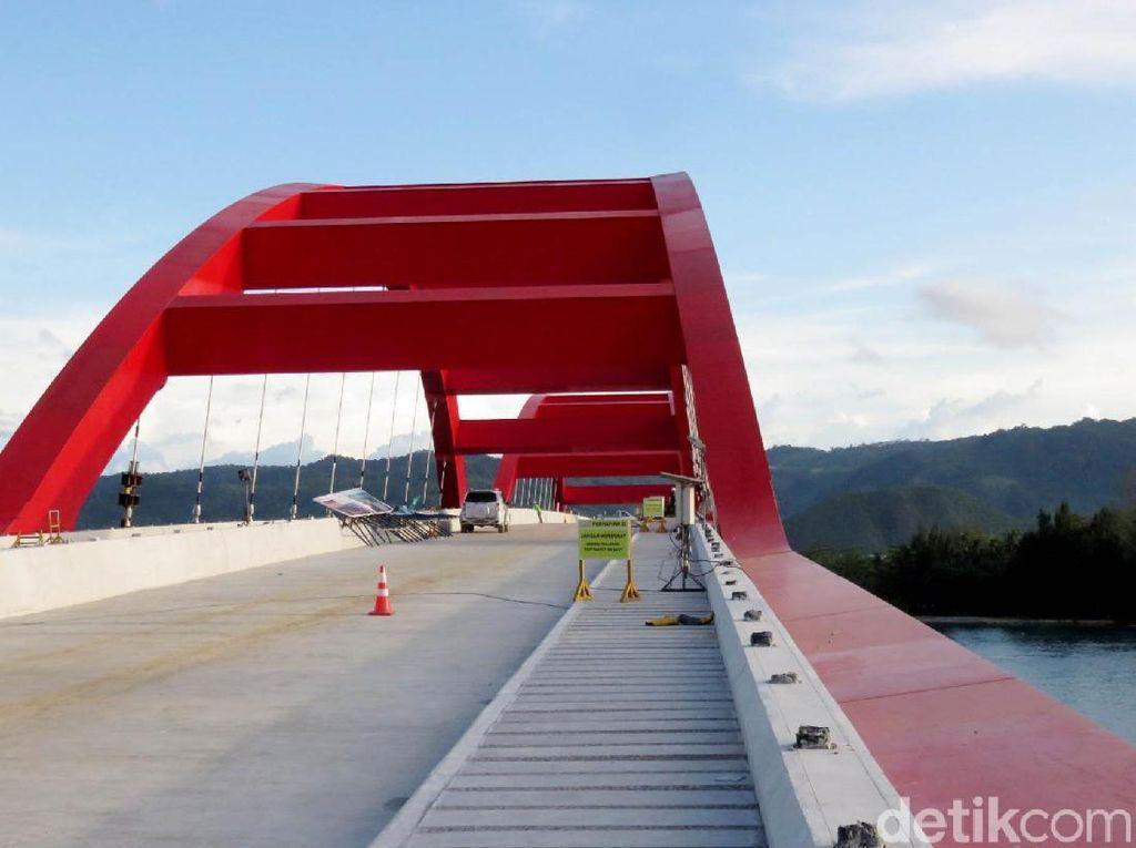 Nyaris Rampung 100%, Ini Jembatan Kebanggaan Jokowi di Papua