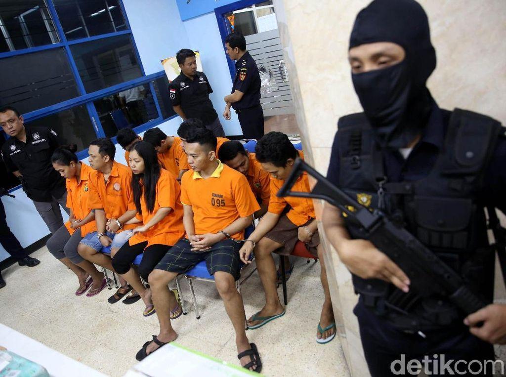 Polisi Bekuk 10 Penyelundup Narkoba via Paket Pos