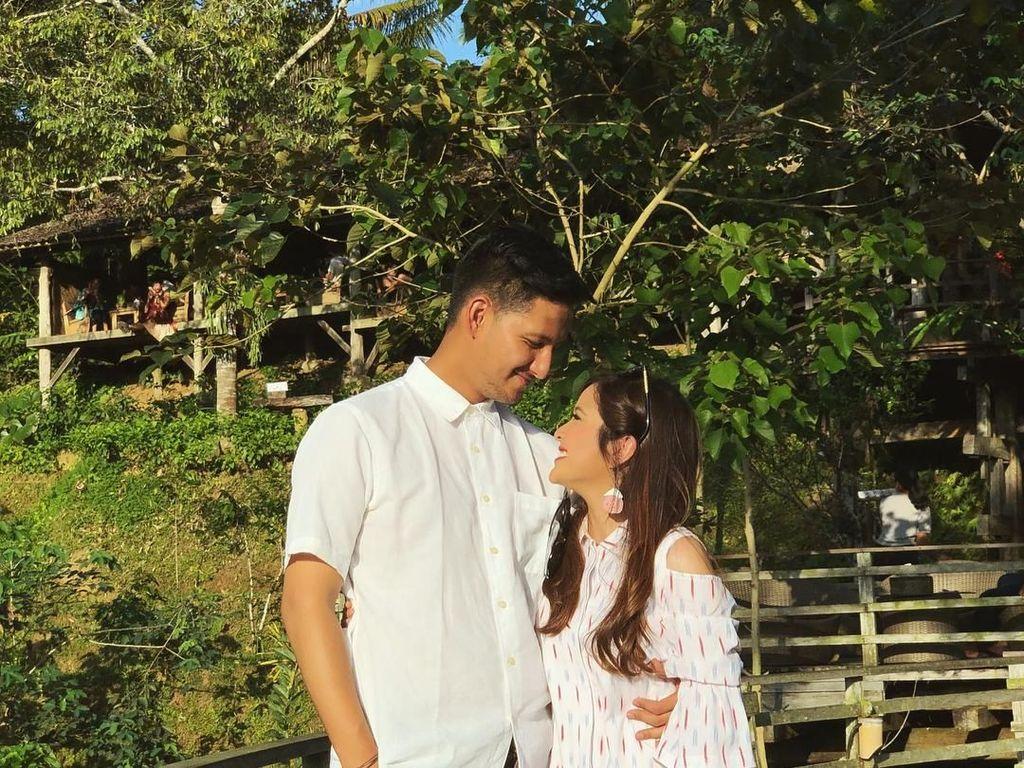 Asyiknya Tasya Kamila dan Suami Liburan di Bali