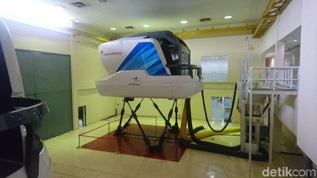 Foto: Mengintip Simulator Kokpit Pilot Garuda Indonesia