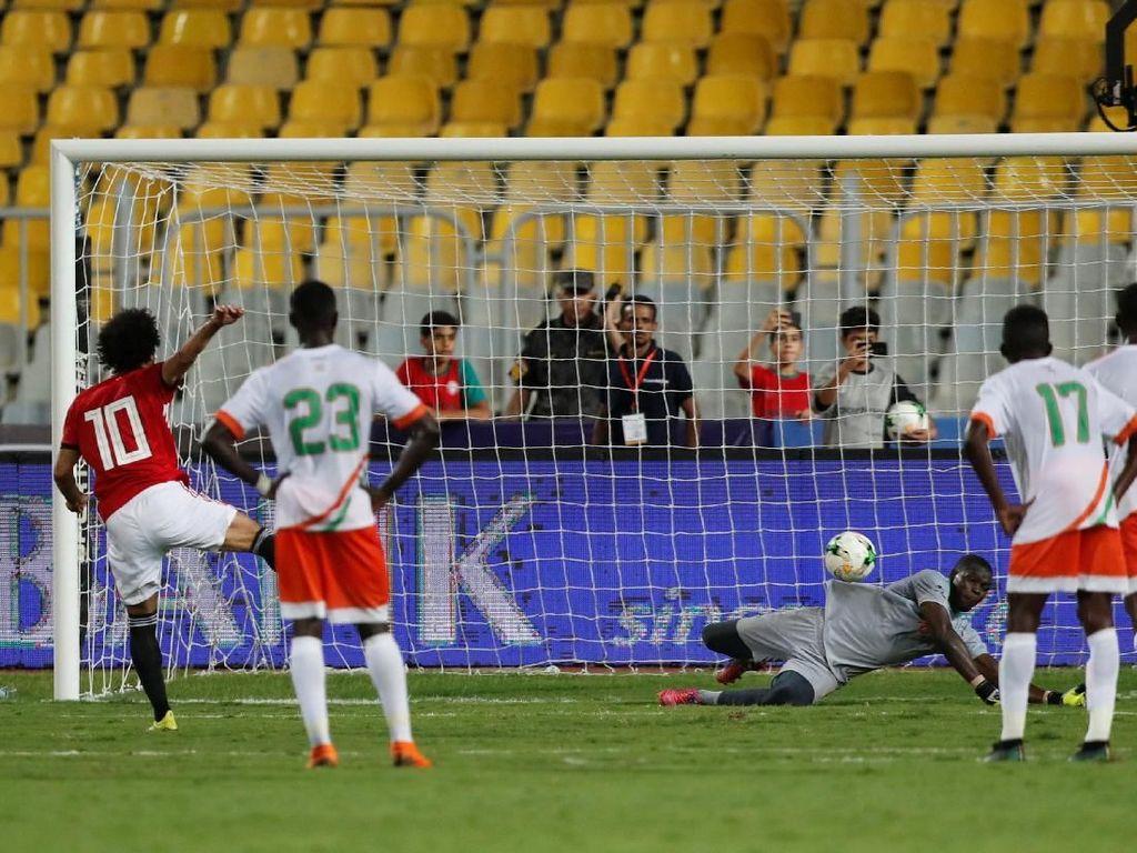 Bangganya Kiper Niger Dua Kali Tepis Penalti Mohamed Salah
