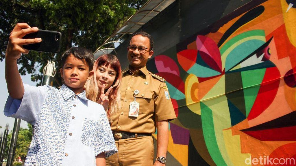 Libur Sekolah, Anies Ajak Anak Resmikan Mural