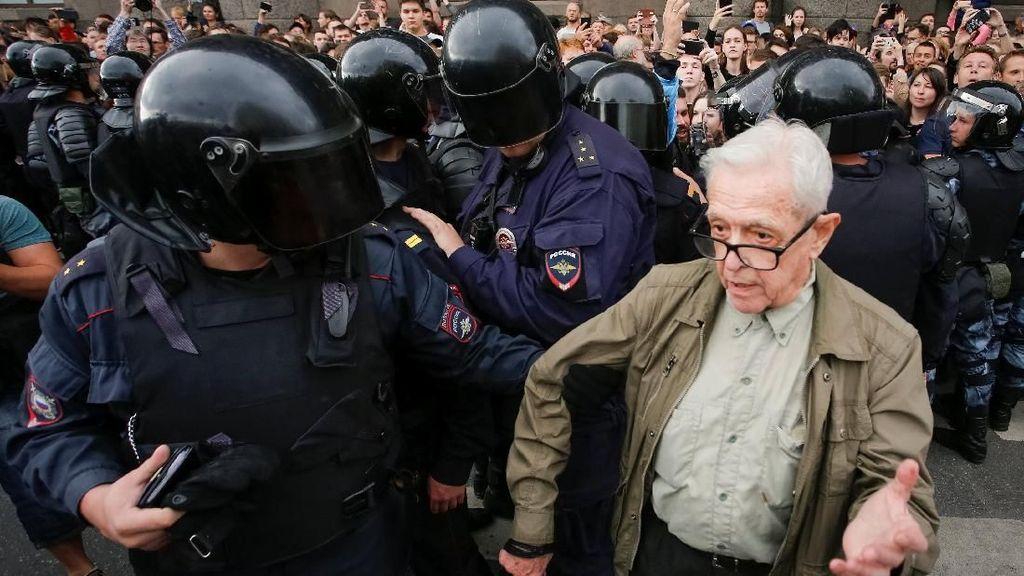 839 Demonstran Rusia Ditangkap Saat Memprotes Reformasi Pensiun
