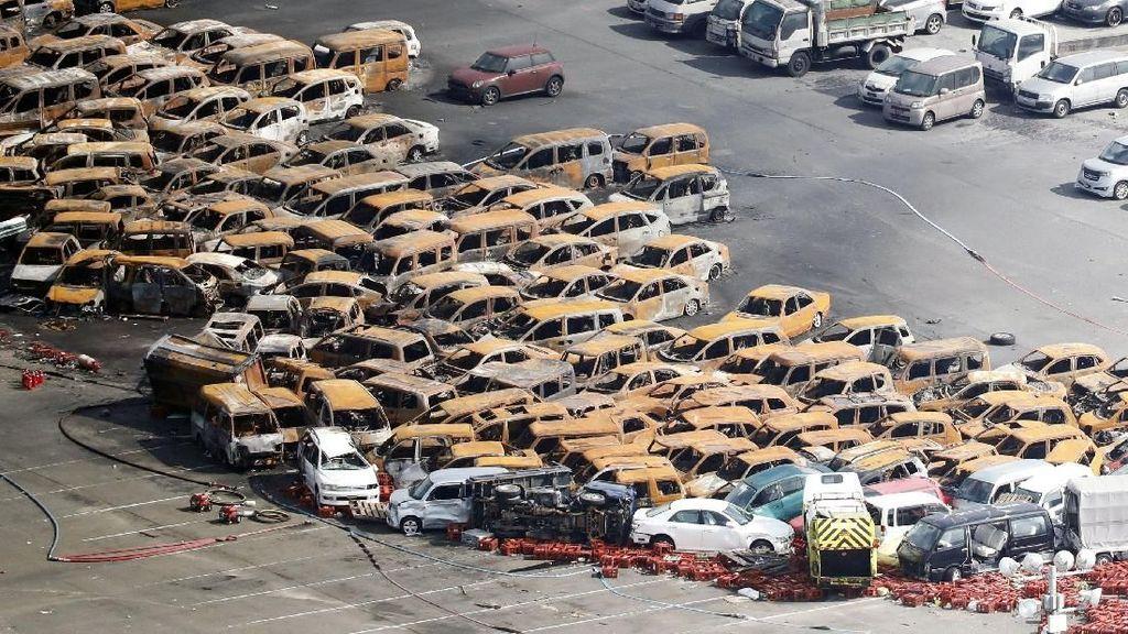 Ratusan Mobil Terbakar dan Rusak Akibat Topan Jebi di Jepang