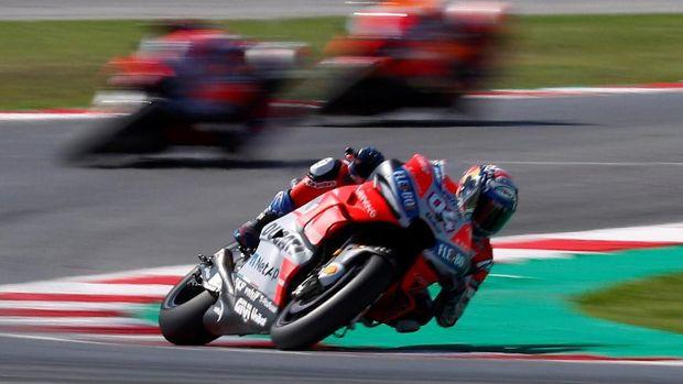 Andrea Dovizioso baru saja menggusur Valentino Rossi dari posisi kedua.