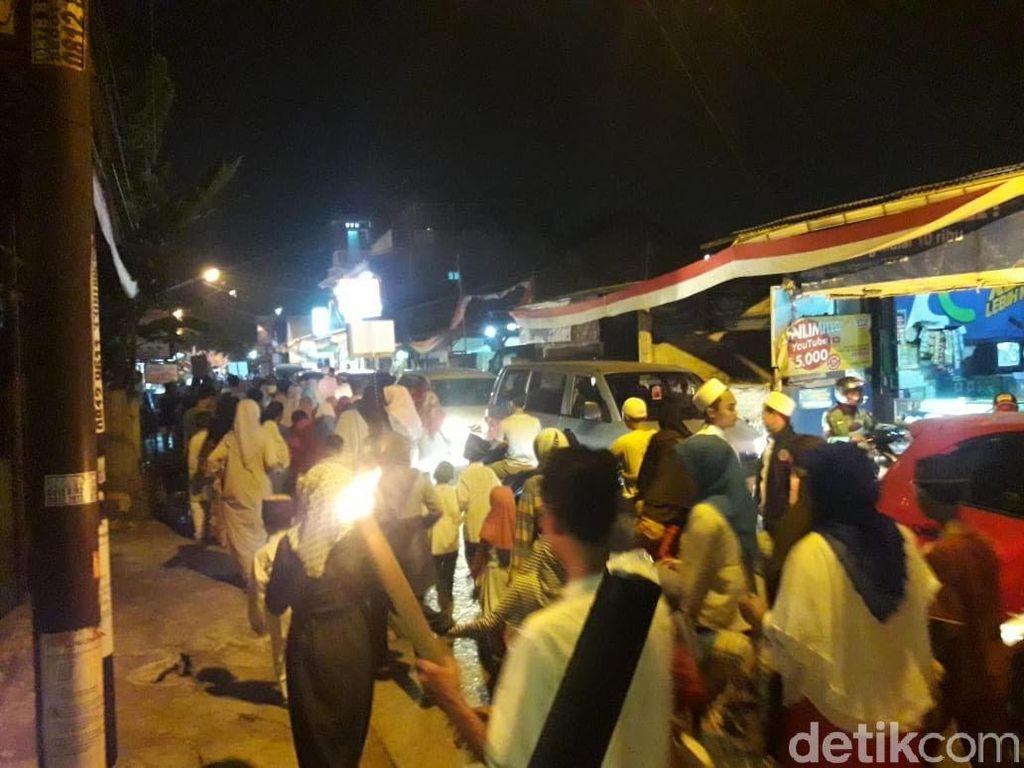 Keseruan Warga Depok dan Bekasi Pawai Obor Sambut 1 Muharam