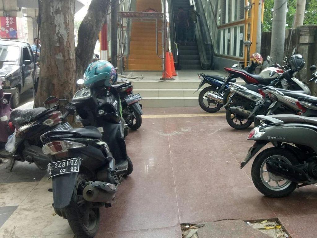 Trotoar di Palembang Sudah Bagus, Kok Malah Jadi Tempat Parkir?