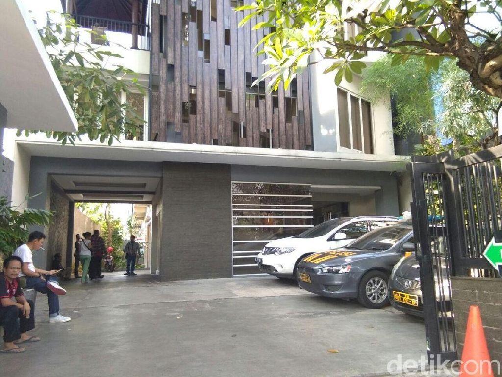 Polisi Amankan Wanita yang Bersama TFA di Tendean Residence