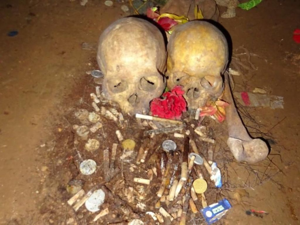 Menjelajahi Kuburan Suku Toraja di Gua Londa