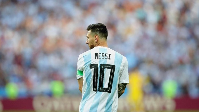 KAZAN, RUSSIA - JUNE 30:  Lionel Messi of Argentina looks on during the 2018 FIFA World Cup Russia Round of 16 match between France and Argentina at Kazan Arena on June 30, 2018 in Kazan, Russia.  (Photo by Alexander Hassenstein/Getty Images)