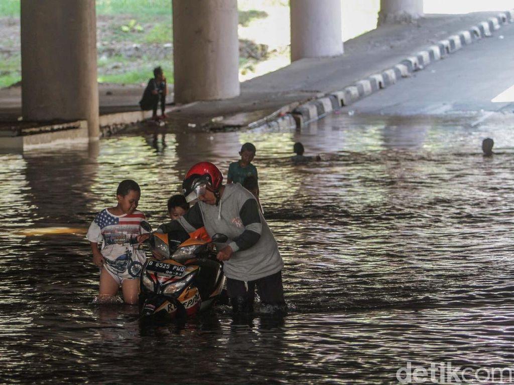 Tak Ada Hujan, Underpass Kemayoran Tergenang
