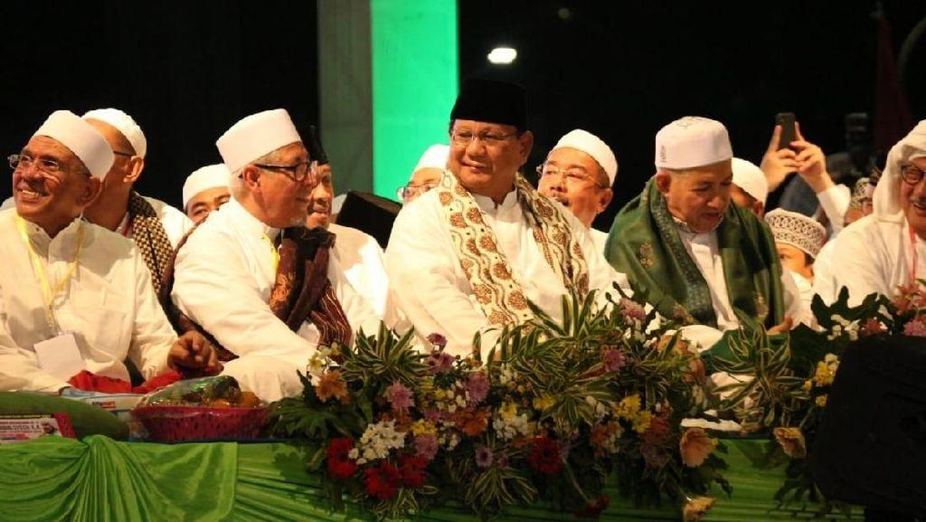 Prabowo Ikut Perayaan Tahun Baru Hijriah di Surabaya