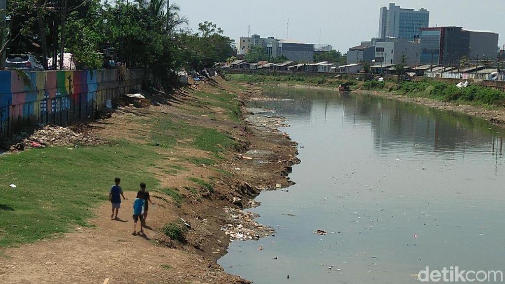 Potret Kali Ciliwung yang Diharap Jokowi Seperti Sungai di Seoul