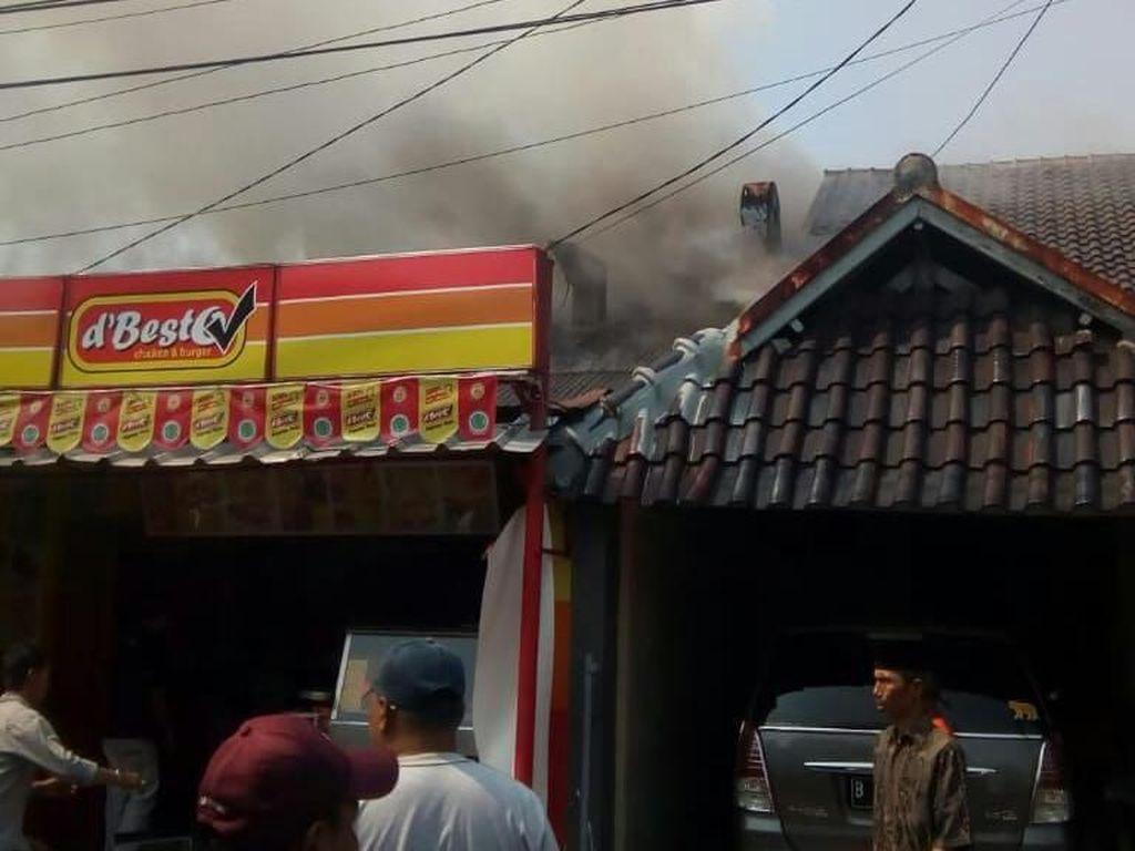 Kedai Ayam Goreng di Pesanggrahan Kebakaran