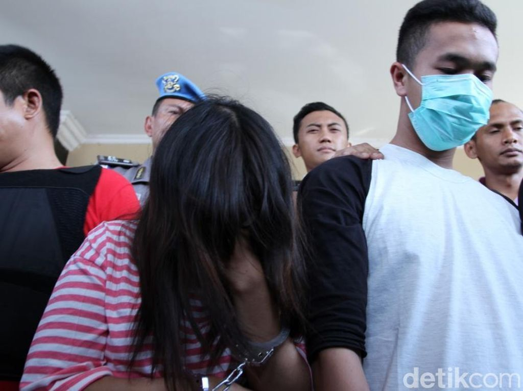 Video: Wanita PNS Jadi Komplotan Begal di Bandung