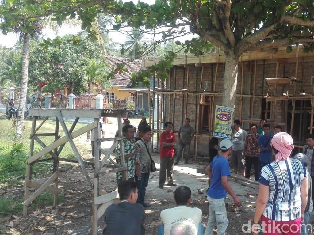 Aparat Desa-Camat Angkat Tangan Atasi Ruko Kadus yang Tutupi Jalan