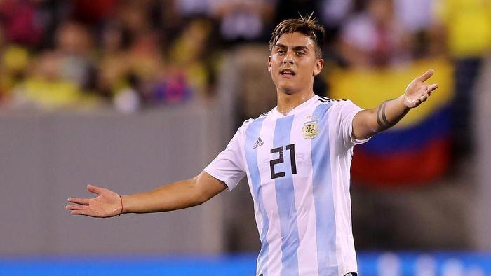 Paulo Dybala hanya jadi pemain pengganti saat Argentina melawan Kolombia di pertandingan persahabatan (Foto: Elsa/Getty Images)
