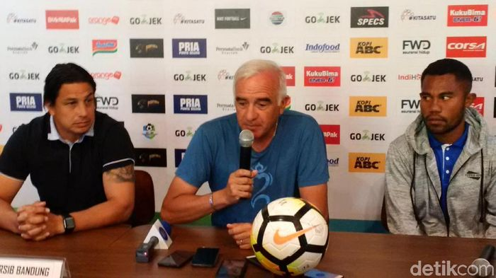 Pelatih Persib Bandung Roberto Carlos Mario Gomez (Foto: Mochamad Solehudin)