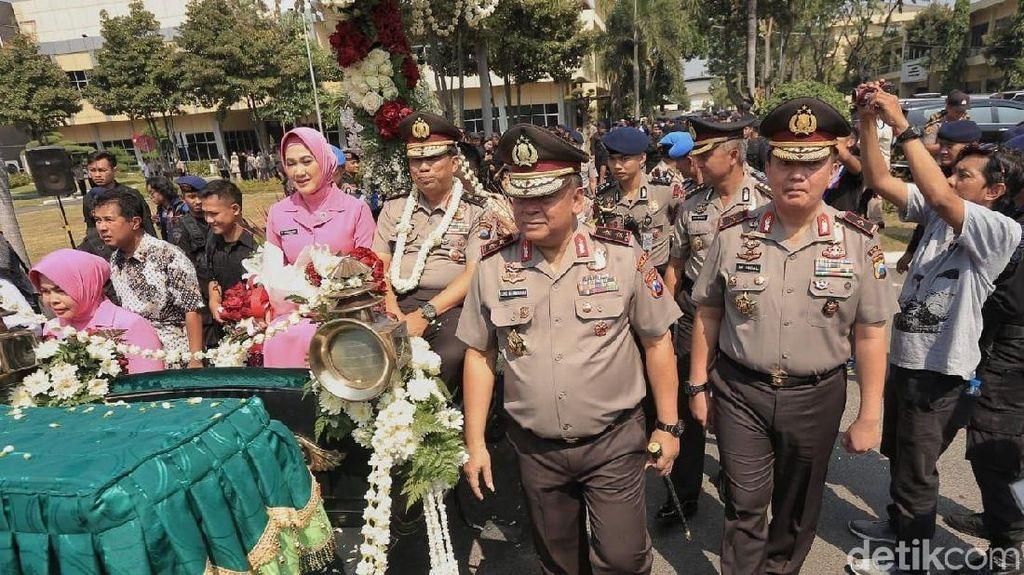 Naik Kereta Kencana, Irjen Pol Machfud Arifin Tinggalkan Polda Jatim