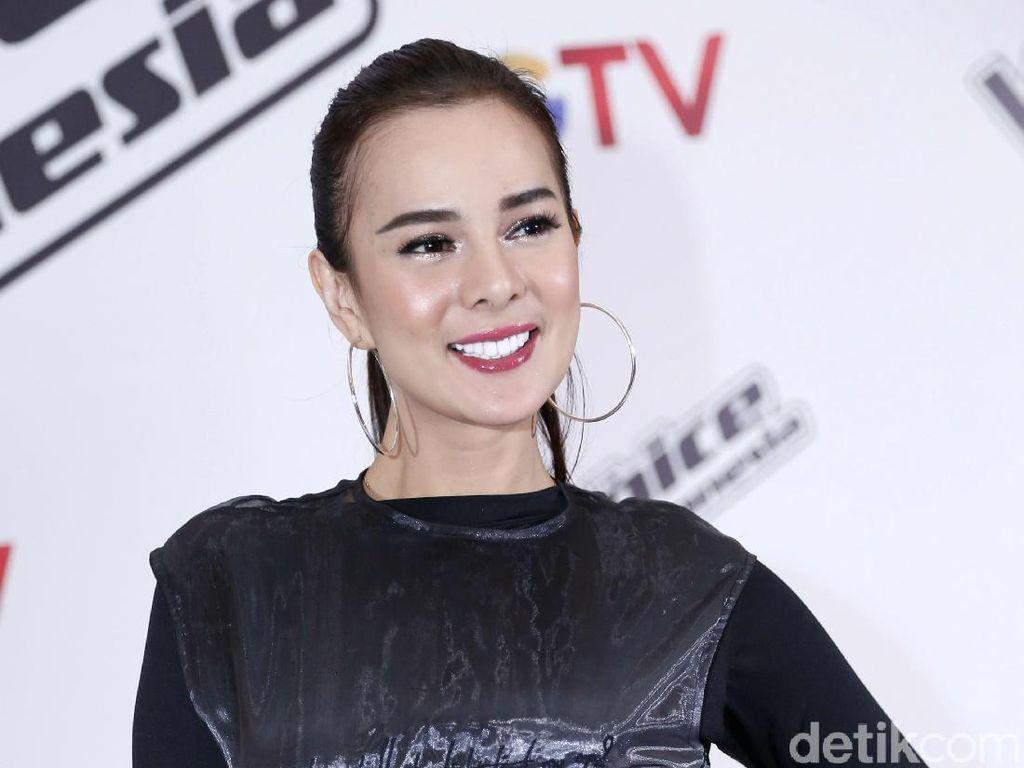 Astrid Tiar Terpukau Kecantikan Iriana Jokowi