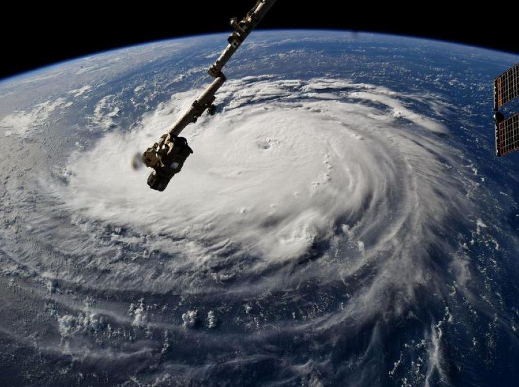 Video Dahsyatnya Badai Florence Dilihat dari Angkasa