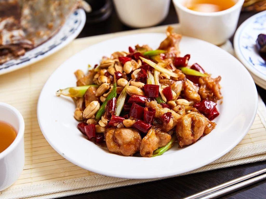 10 Kung Pao Chicken yang Pedas Gurih Ini Cocok Untuk Makan Siang