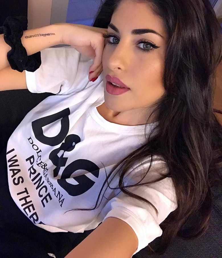 Perkenalkan Yaiza Moreno. Dia kini berusia 24 tahun dan berstatus kekasih Mariano Diaz. Diaz ramai diberitakan setelah dia mendapat nomor punggung 7 di Real Madrid. (Instagram)