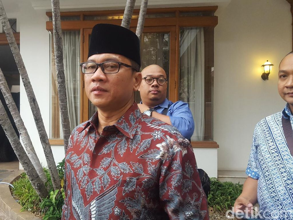 Tim Prabowo Duga Ada Kamuflase soal Sumbangan Golfer untuk Jokowi