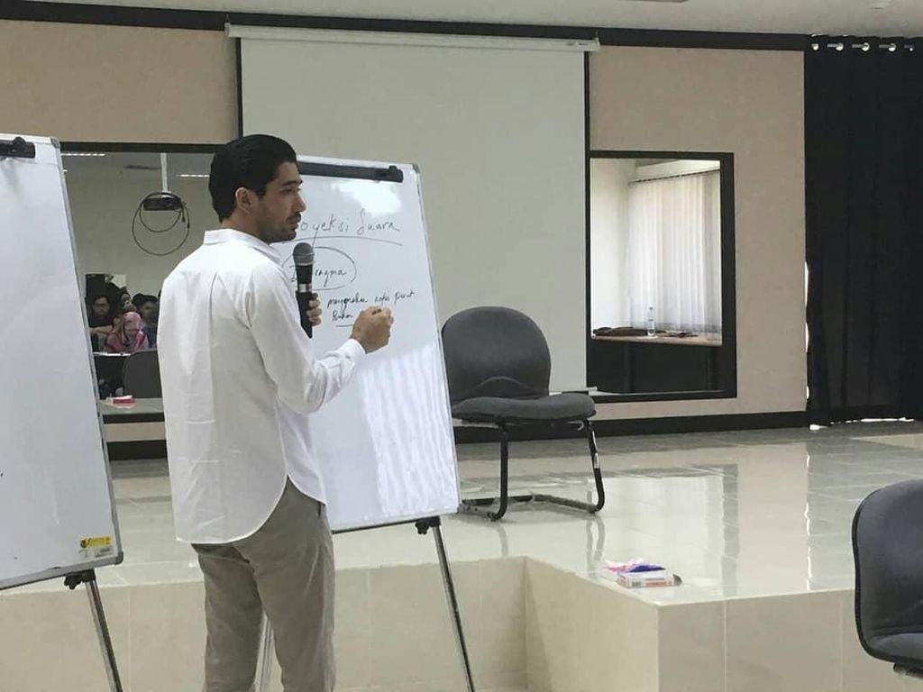 Reza Rahadian Ngajar di UI, Dinar Candy Dicatut Akun Prostitusi