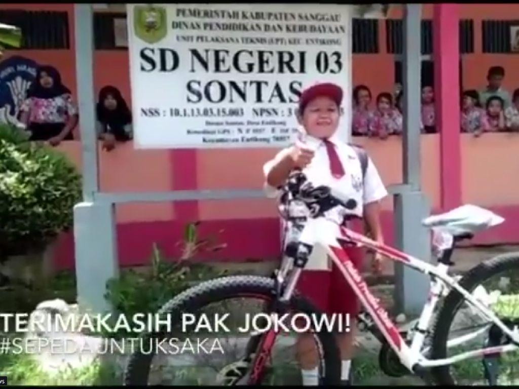 Mimpi Bocah Pelintas Batas Negara Dapat Sepeda dari Jokowi Terwujud!