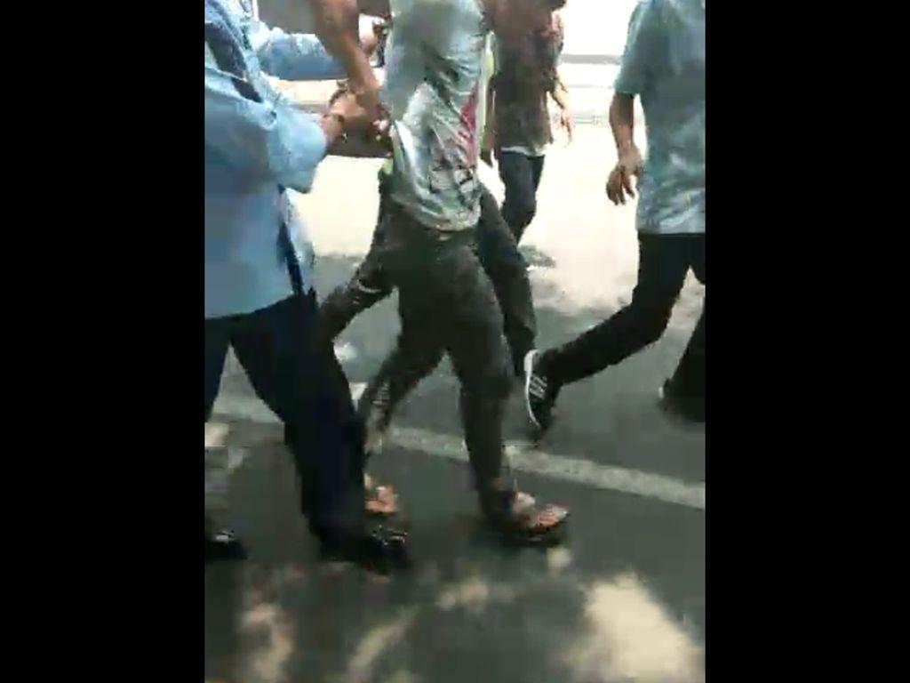 Bisikan Gaib Picu Pemuda Curi Taksi di Bandara Husein