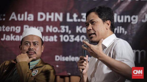"Ketua Persaudaraan Alumni 212 Slamet Maarif (kiri) dan  Juru bicara Front Pembela Islam (FPI) Munarman (kanan ) menghadiri diskusi ""Penghadangan Masif, Rezim makin Represif?"" di gedung Joang 45, Jakarta (13/9)."