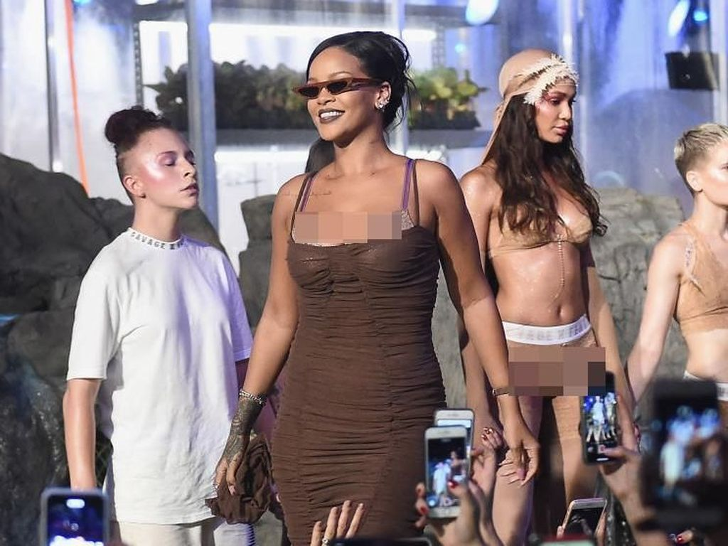 Rilis Koleksi Lingerie, Rihanna Tampilkan 2 Model yang Sedang Hamil Besar