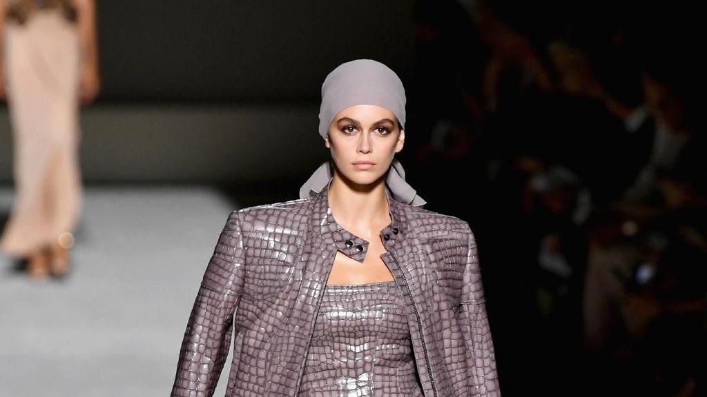 Baru Jadi Model, Putri Cindy Crawford Mendominasi New York Fashion Week